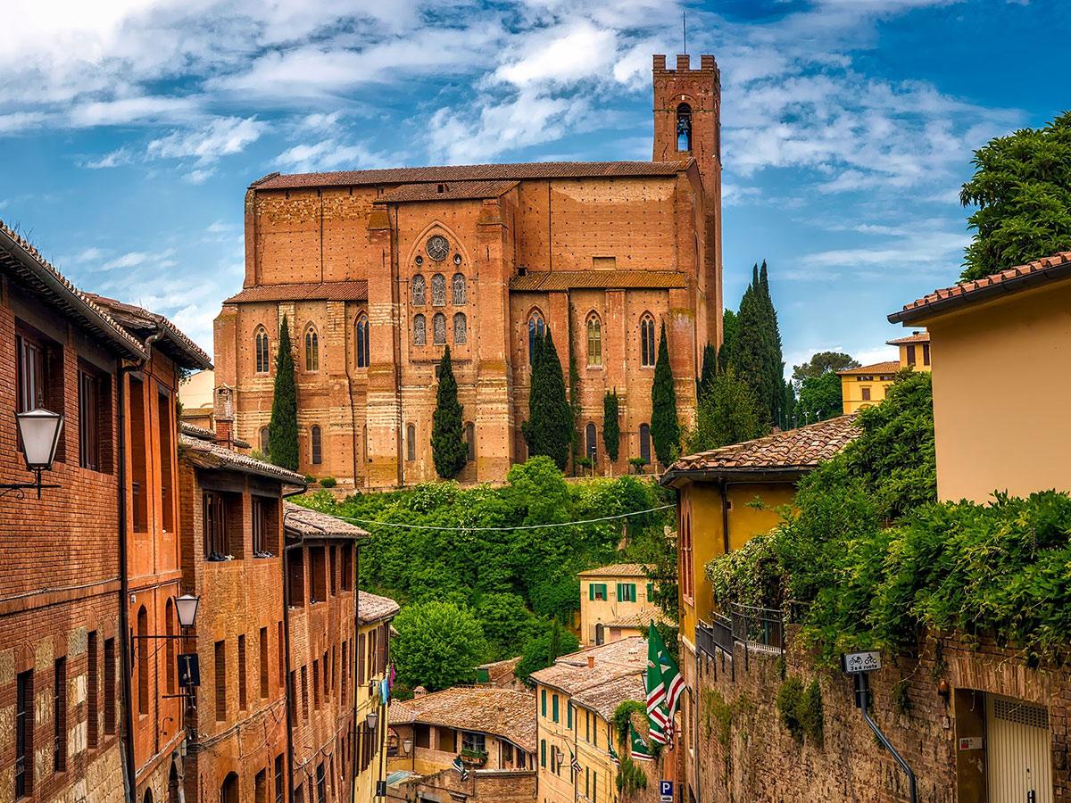 Ore 11.30  Arrivo a Siena &  Visita Guidata di 2 ore
