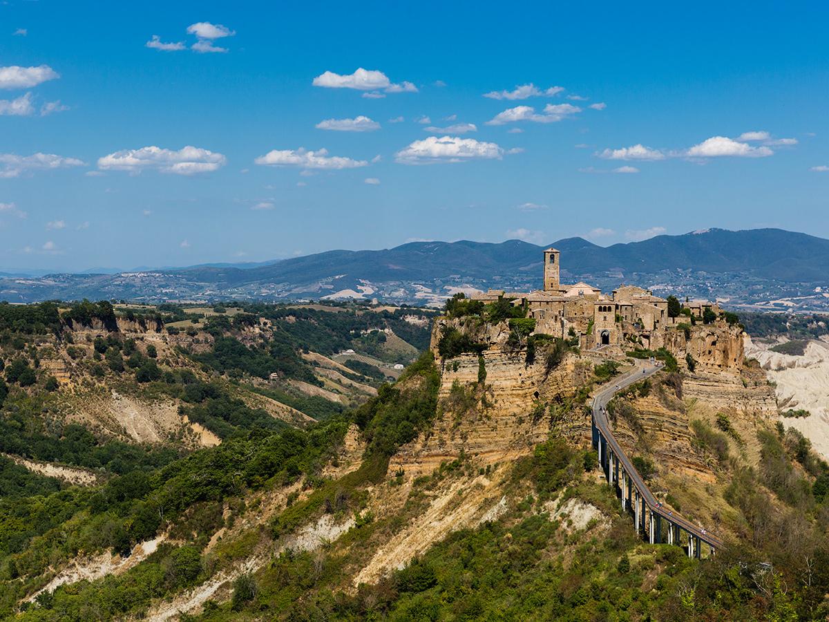 Giorno 3 - Civita di Bagnoregio e visita guidata di Bolsena & Rientro a Roma