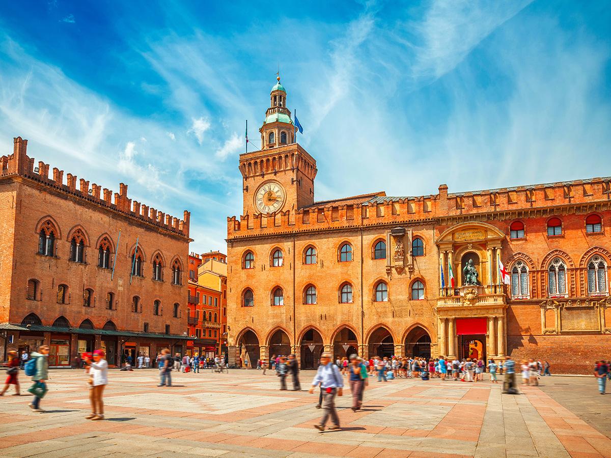 Ore 10.00 Arrivo a Bologna e Tour Guidato a piedi di 2 ore e 30 minuti