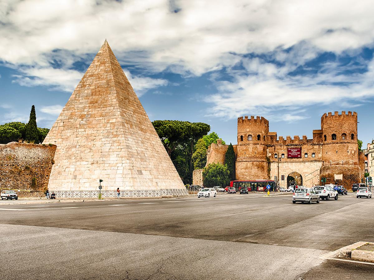 Ore 8.00 - Partenza da Piramide Cestia
