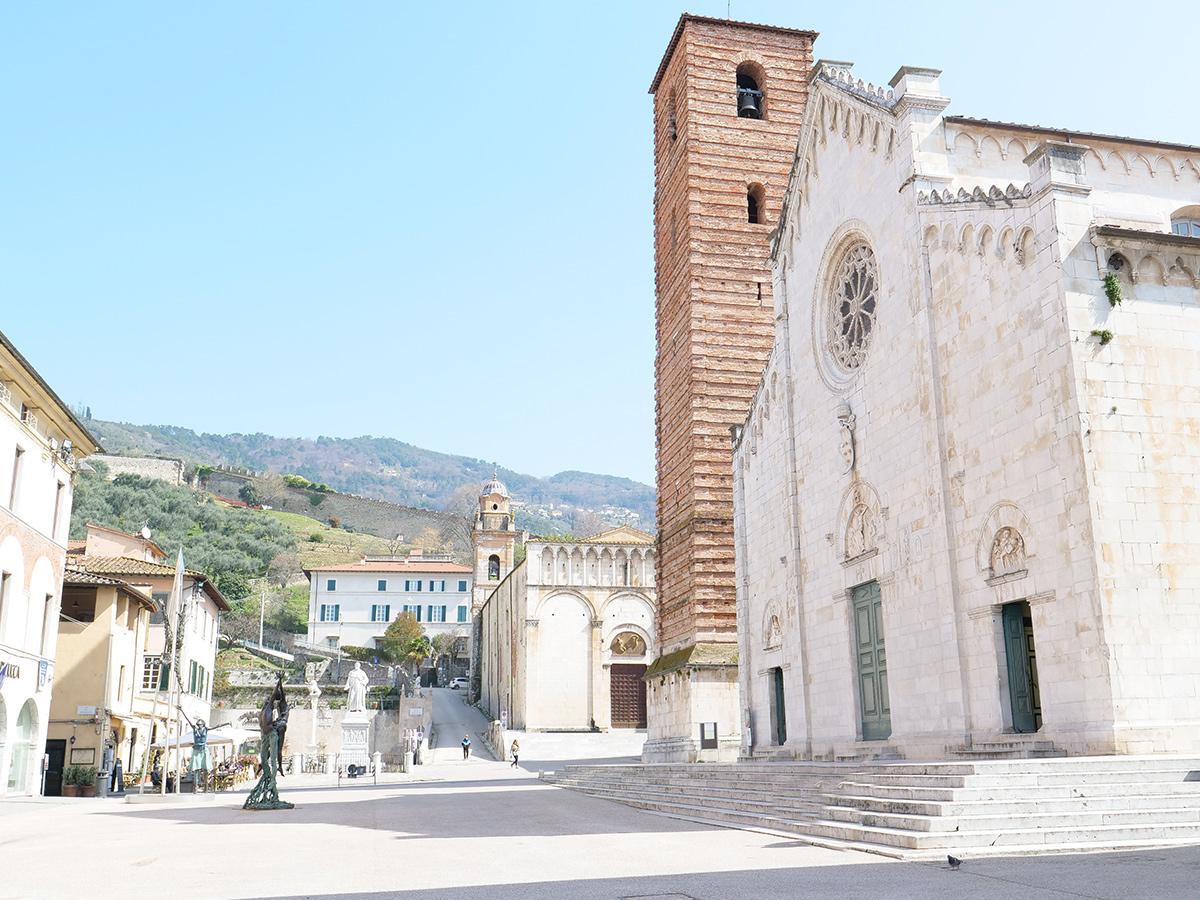 Giorno 2 - Visita di Pisa, Pietrasanta, Forte dei Marmi, Alpemare Beach Club e Tour Guidato di Lucca