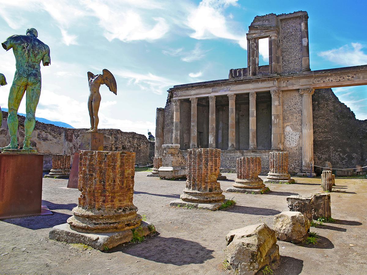 Giorno 3 - Check out, Sorrento, Pranzo e Degustazione Vini, Scavi di Pompei e rientro a Roma città