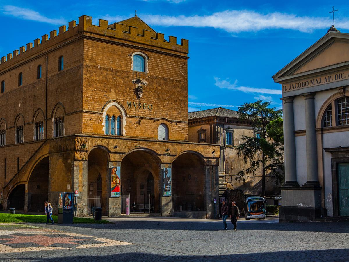 Ore 10.00 Arrivo a Orvieto e visita