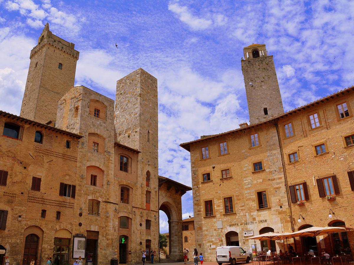 Ore 15.00 Arrivo a San Gimignano e visita della Città