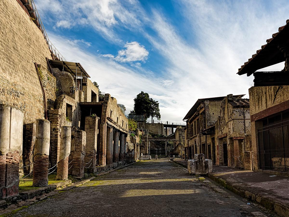 Ore 10.30 - Incontro con la guida e visita guidata delle rovine di Ercolano