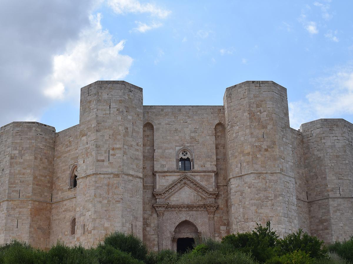 Giorno 2 - Visita di Bari & Visita pomeridiana a Castel del Monte di Federico II