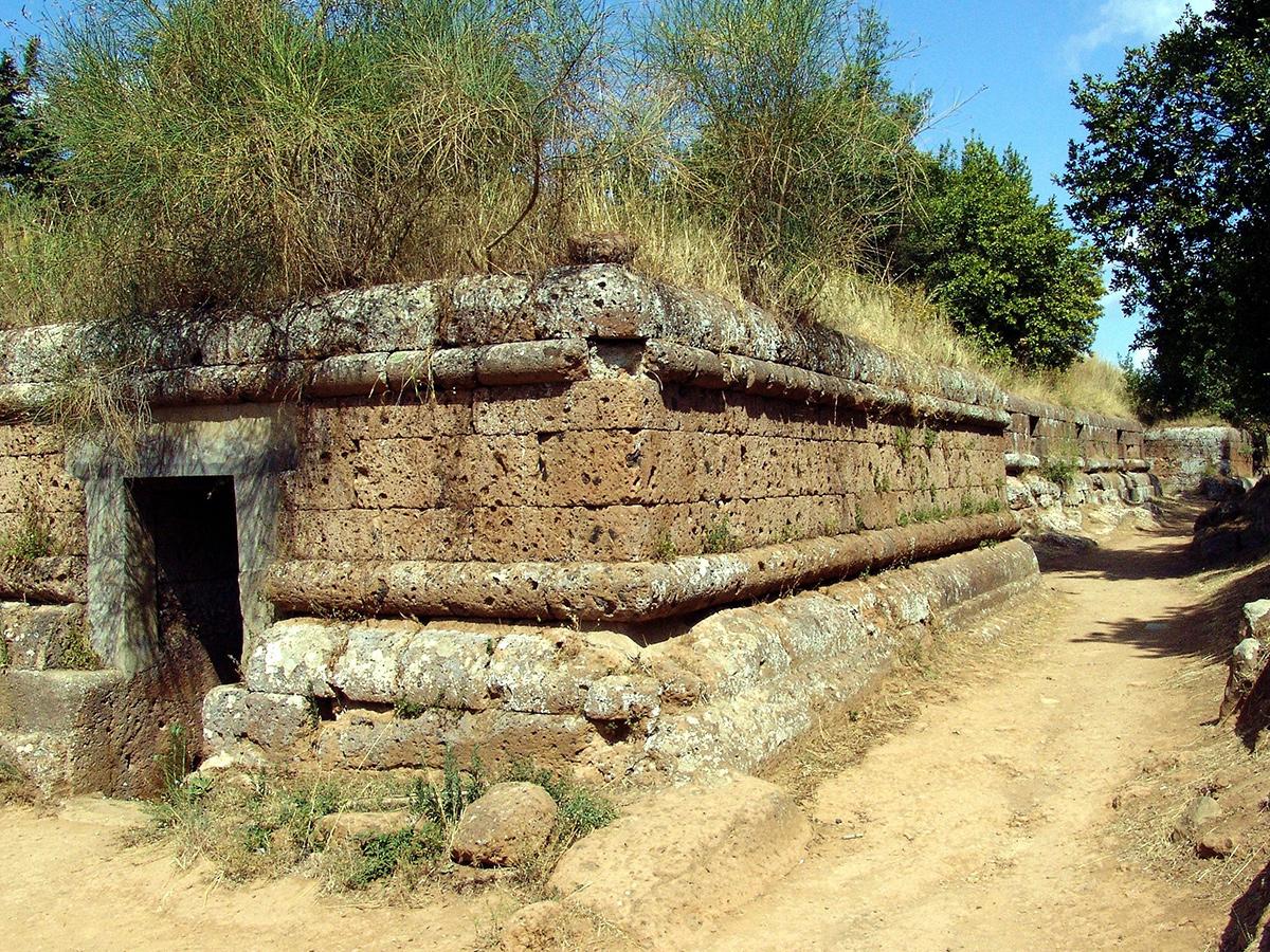 Ore 09.00 - Incontro con la guida e visita guidata della Necropoli della Banditaccia