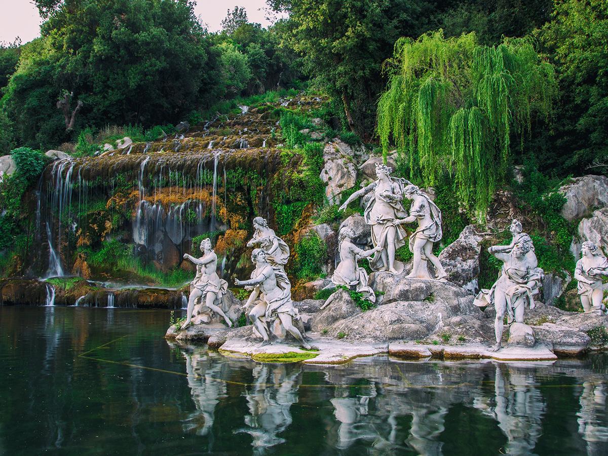 Giorno 1 - Sabato - Partenza da Roma, Visita della Reggia di Caserta e arrivo a Sorrento