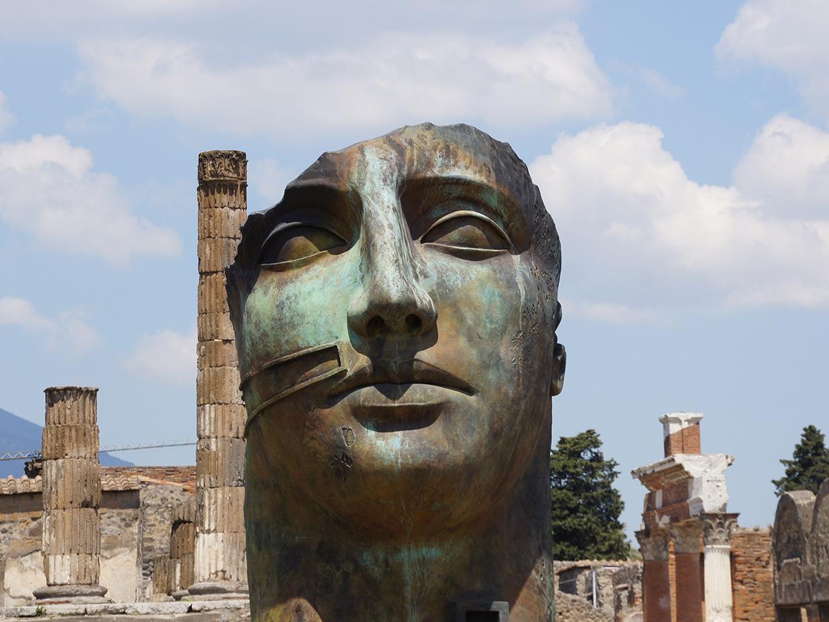 Giorno 2 - Domenica - Visita guidata di Pompei Scavi e di Napoli