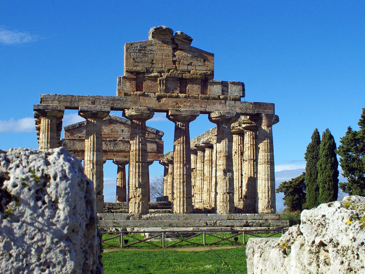 Giorno 6 - Giovedì - Visita guidata di Paestum e dei Templi e stop in Vietri sul Mare al rientro