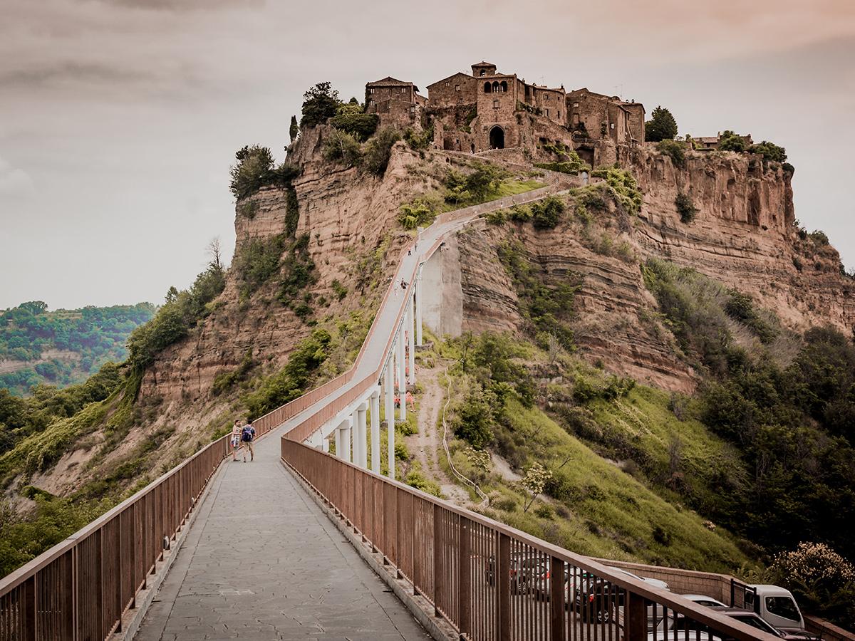 Giorno 1 - Sabato - Partenza dalla Toscana ( Abitazione Cliente ) verso Roma città, con stop a Bolsena e Civita di Bagnoregio