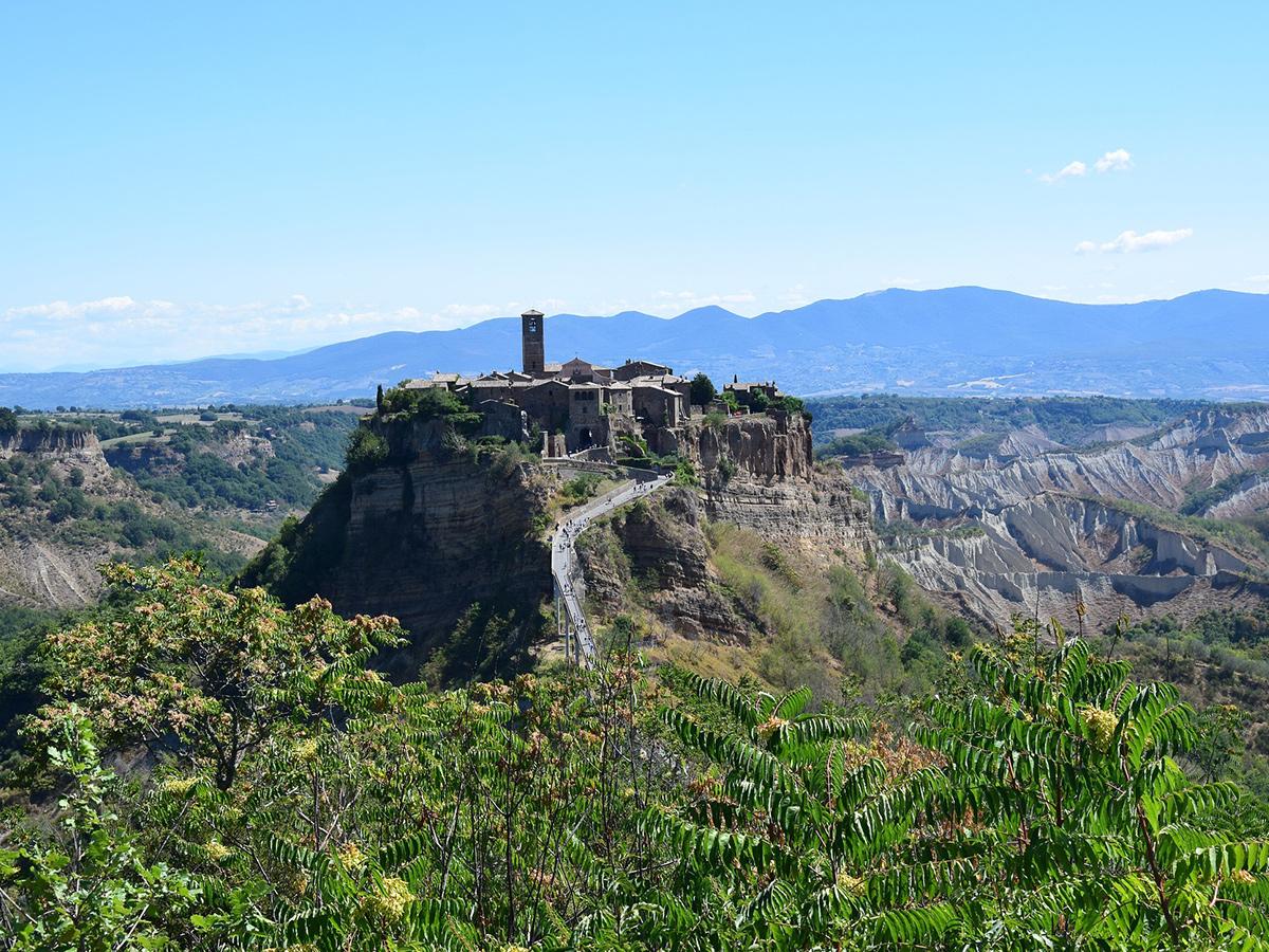 Giorno 1 - Sabato - Partenza da Firenze verso Roma città, con stop a Bolsena