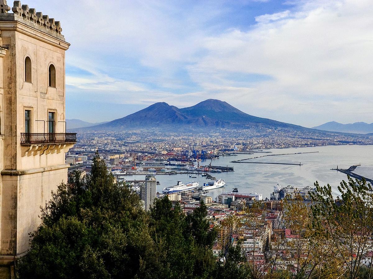 Giorno 4 - Martedì - Partenza da Roma verso Sorrento con visita guidata di Pompei Scavi e Napoli e Degustazione Vini Locali