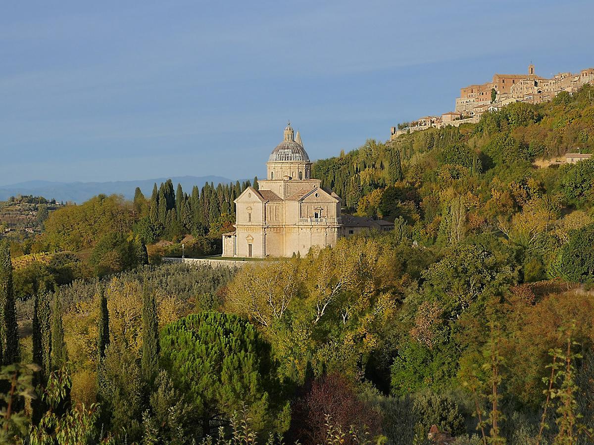 Sabato - Giorno 1 - Partenza da Roma città, Montepulciano e Pienza e Check in Hotel in Toscana