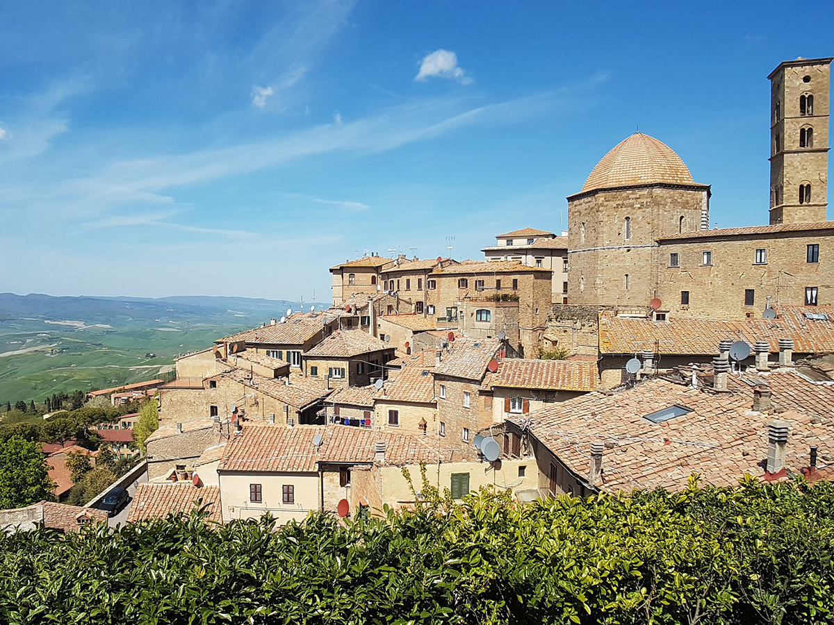 Martedì - Giorno 4 - Visita Volterra, Degustazione alle Officine Bocelli e Visita di San Gimignano