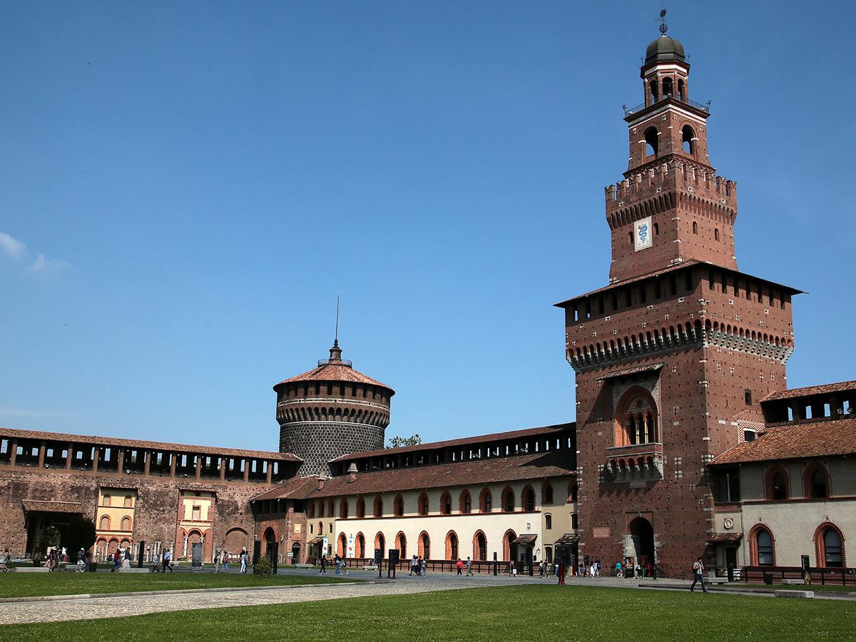 Ore 11.20 Arrivo a Milano ed inizio della visita guidata con il Castello Sforzesco