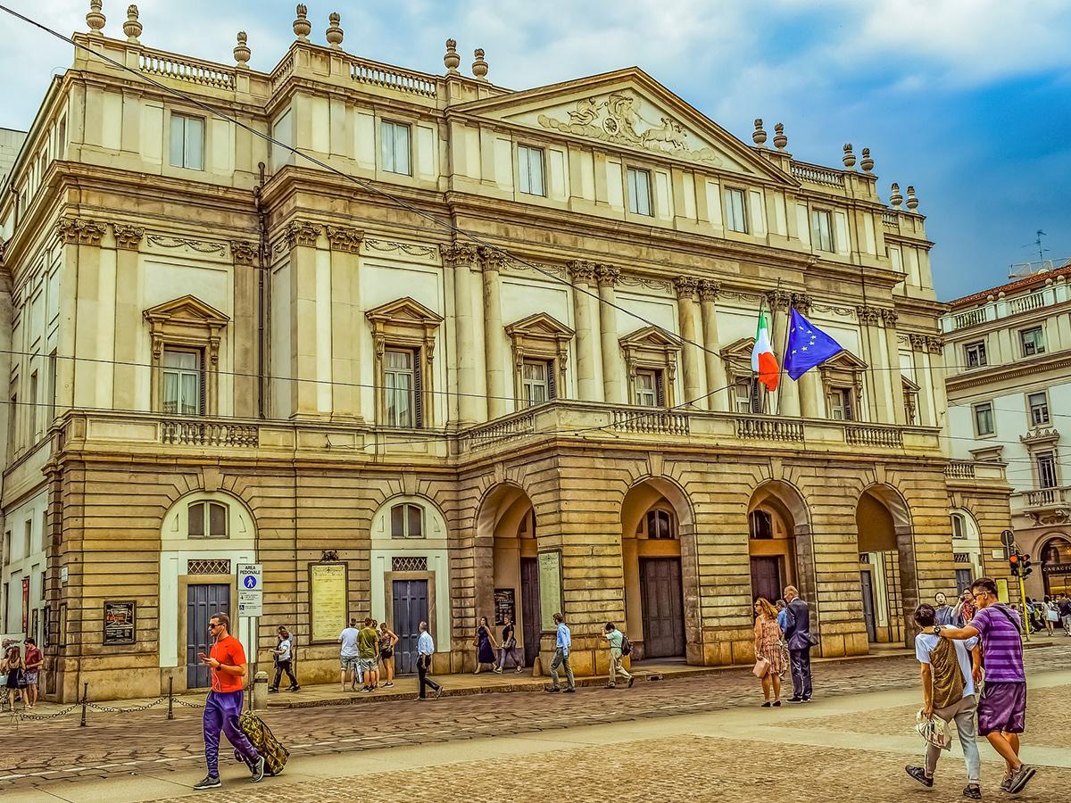 Ore 16.50 Visita di Piazza della Scala