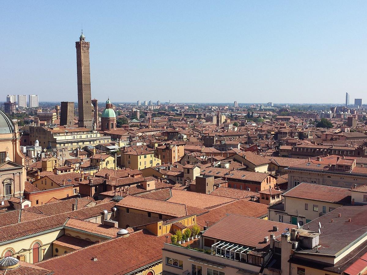 Giorno 3 Check out, Tour Guidato di Bologna e rientro in Toscana