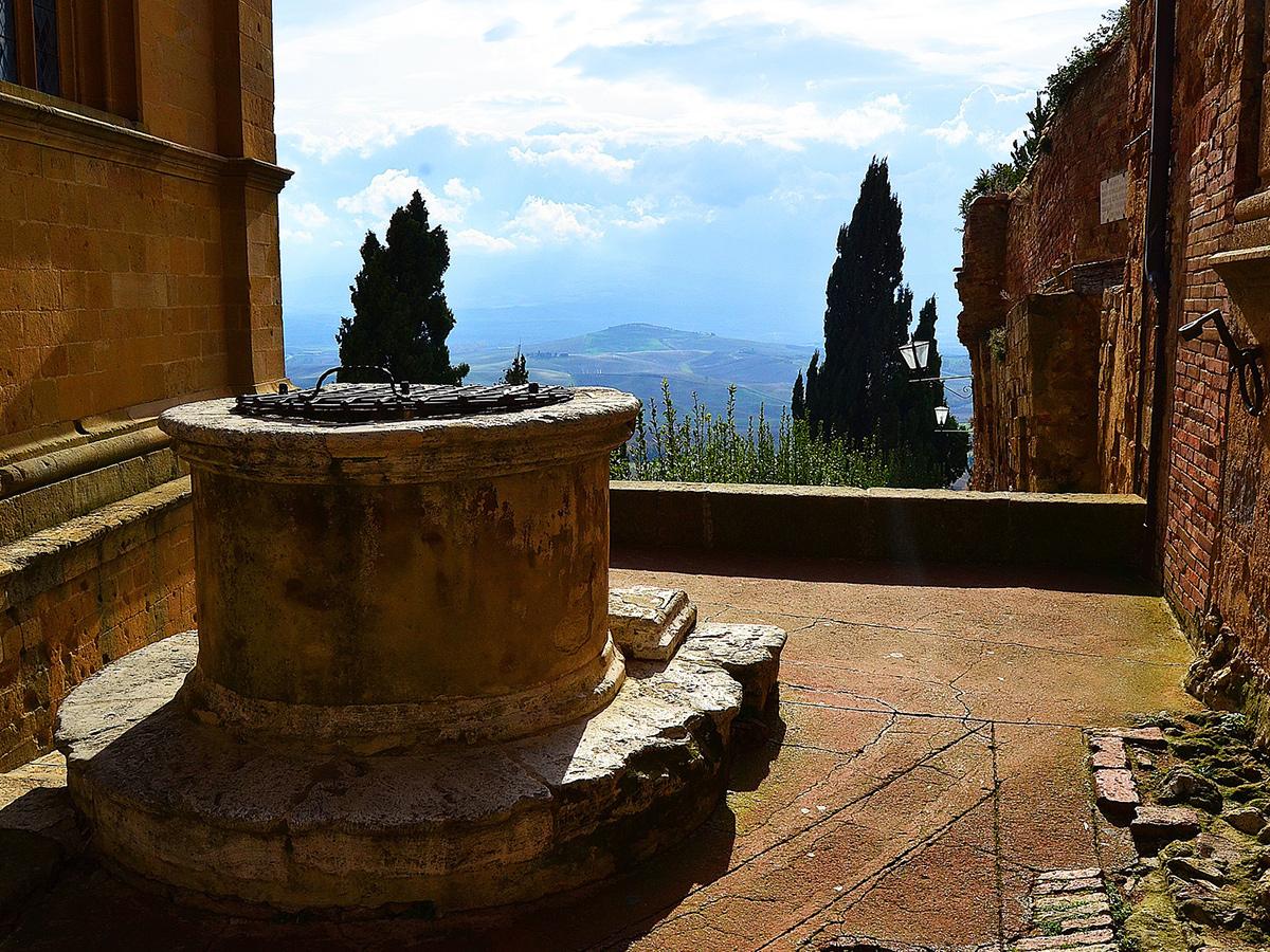 Sabato - Giorno 1 - Partenza da Roma, Montepulciano e Pienza e Check in Hotel in Toscana