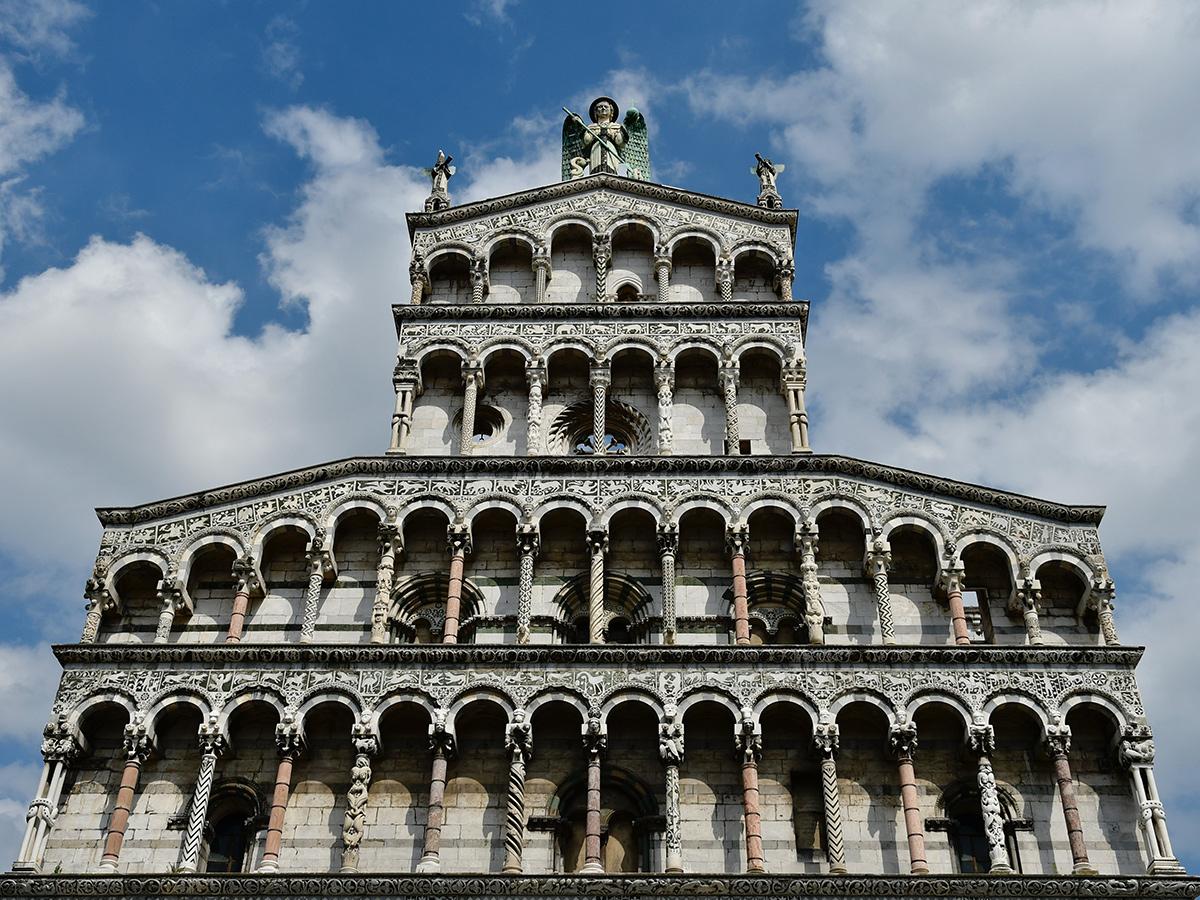 Lunedì - Giorno 3 - Visita guidata di Lucca e Pisa